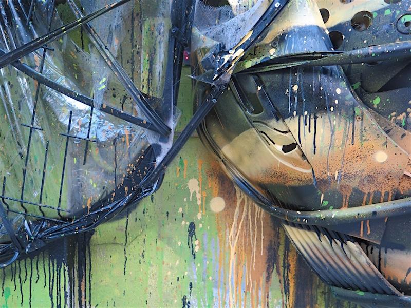 Biene-Schrott-streetart-bordalo7