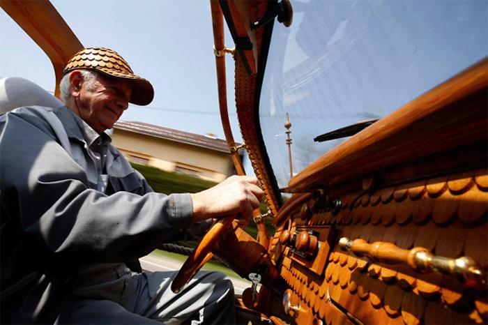 Great_Wooden_VW_Beetle_Made_by_Bosnian_Pensioner_Momir_Bojic_2016_05