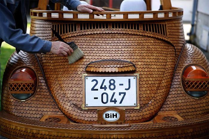 Great_Wooden_VW_Beetle_Made_by_Bosnian_Pensioner_Momir_Bojic_2016_10