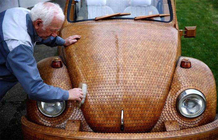 Great_Wooden_VW_Beetle_Made_by_Bosnian_Pensioner_Momir_Bojic_2016_11