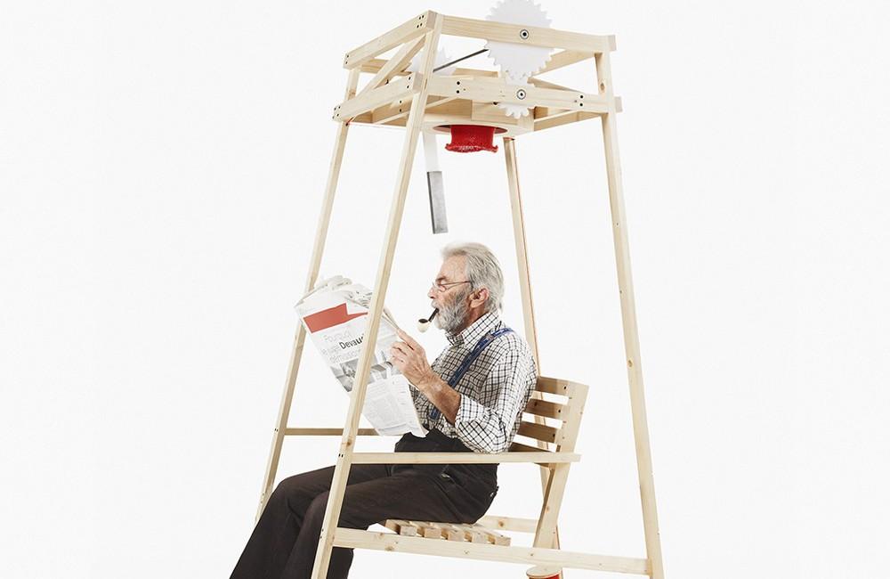 Ein schaukelstuhl welcher beim schaukeln eine m tze for Alter mann im schaukelstuhl