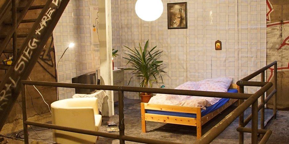 nur eine eingerichtete wohnung im berliner u bahn schacht entdeckt tyrosize. Black Bedroom Furniture Sets. Home Design Ideas