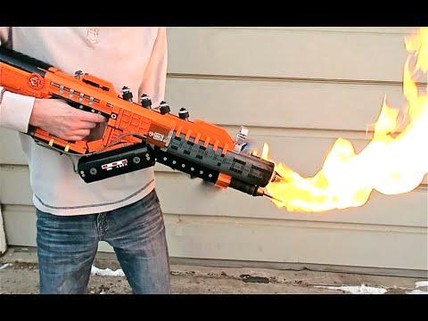 Ein Flammenwerfer aus 1,200 LEGO Steinen