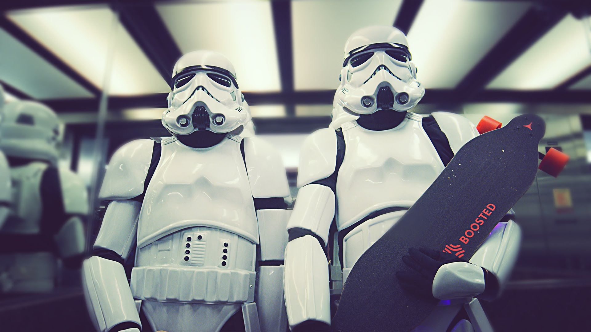 Wenn Stormtrooper auf Longboards durch die Stadt fahren